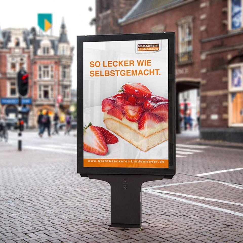 Stadtbäckerei Lindenmayer Plakat Erdbeerkuchen